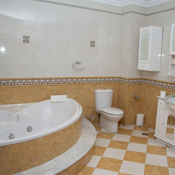 Baño de vivienda en venta en Porcuna
